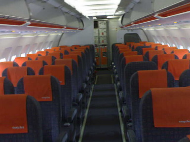 Easyjet archives movingtoportugal for Interieur avion ryanair